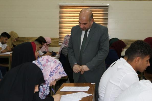 طلبة جامعة الفرات الاوسط التقنية يؤدون الامتحانات النهائية